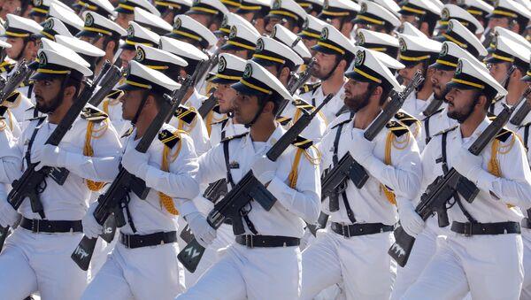 İran askerleri İran-Irak Savaşı başlangıcının 37. yıl dönümü münasebetiyle düzenlenen askeri geçitte. - Sputnik Türkiye