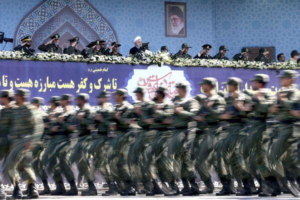 Tahran'da 'Kutsal Savunma Haftası' için düzenlenen askeri tören - Sputnik Türkiye
