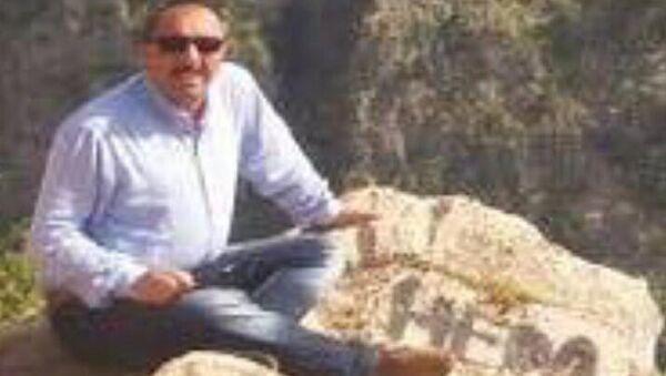 'Hero' yazılı fotoğraf paylaşan milli eğitim müdürü gözaltına alındı - Sputnik Türkiye