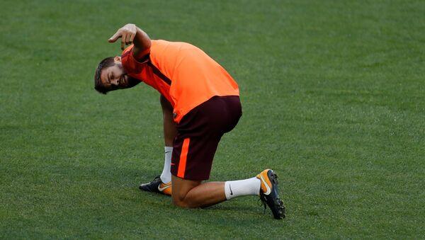 İspanya Milli Takımı'nın ve Barcelona'nın formasını giyen futbolcu Gerard Pique - Sputnik Türkiye
