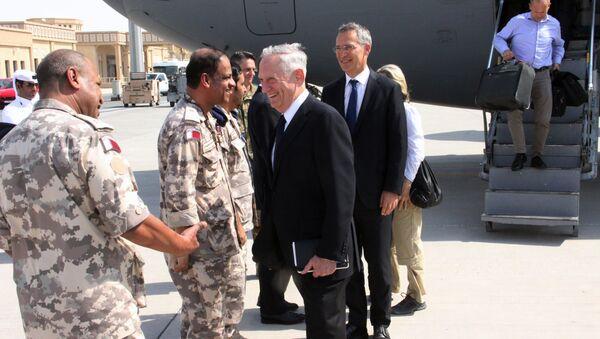 ABD Savunma Bakanı Jim Mattis ve NATO Genel Sekreteri Jens Stoltenberg Katar'da - Sputnik Türkiye