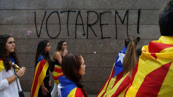 Katalonya'nın başkenti Barcelona'da öğrenciler bağımsızlık referandumu için eylem yaptı - Sputnik Türkiye