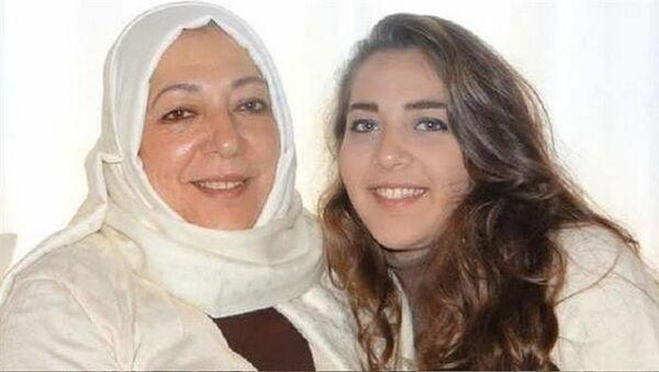 Suriyeli aktivist Orouba Bakarat ile gazeteci kızı Halla Barakat - Sputnik Türkiye