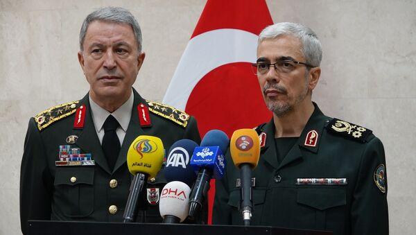 Genelkurmay Başkanı Orgeneral Hulusi Akar ve İran Genelkurmay Başkanı Tümgeneral Muhammed Bakıri - Sputnik Türkiye