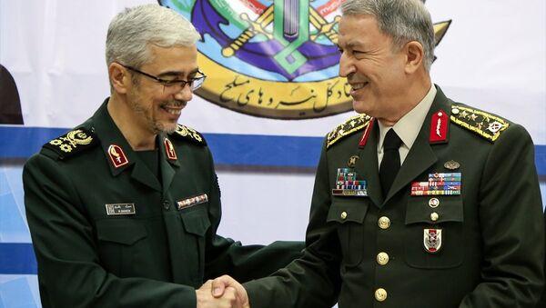 Genelkurmay Başkanı Orgeneral Hulusi Akar, İranlı mevkidaşı Tuğgeneral Muhammed Bakiri - Sputnik Türkiye