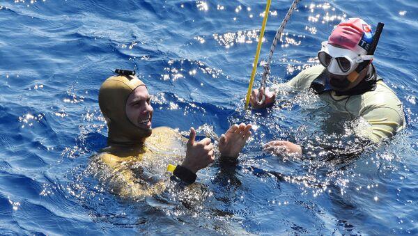 Antalya'da Rus sporcu Alexey Molchanov serbest dalış rekoru kırdı - Sputnik Türkiye
