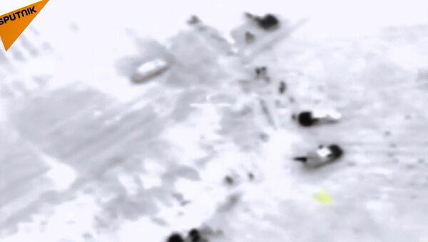 Rus Hava Kuvvetleri'nin Fetih el Şam mevzilerini vurma görüntüleri - Sputnik Türkiye
