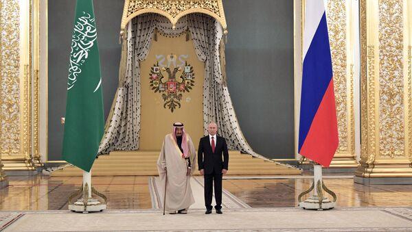 Rusya Devlet Başkanı Vladimir Putin, Suudi Kral Selman bin Abdülaziz el Suud - Sputnik Türkiye