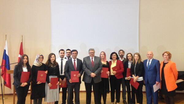Rusya'nın Ankara Büyükelçisi Aleksey Yerhov, Dünya Öğretmenler Günü'nde Rusça öğretmenleriyle buluştu - Sputnik Türkiye