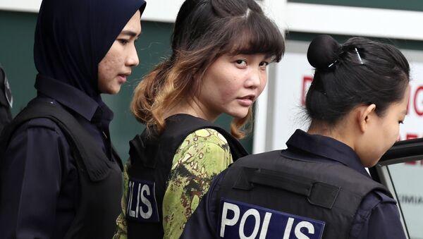 Malezya'da görülen davada yargılanan iki kadın, Vietnamlı Doan Thi Huong ve Endonezyalı Siti Aisyah, Kuzey Koreli ajanların talimatıyla Kim Jong-nam'ı öldürmekle suçlanıyor. - Sputnik Türkiye