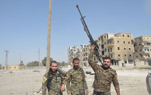 Rakka'da kalan IŞİD'lilerin çoğu yabancı savaşçı - Sputnik Türkiye