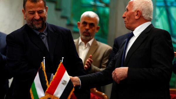 Hamas heyetinin başkanı Salih Aruri, Fetih hareketi lideri Azam Ahmed - Sputnik Türkiye