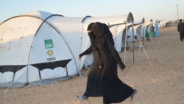 IŞİD militanlarının eşleri ve çocukları, DSG tarafından Ayn İsa kasabasında yapılan çadır kampına yerleştiriliyor. - Sputnik Türkiye
