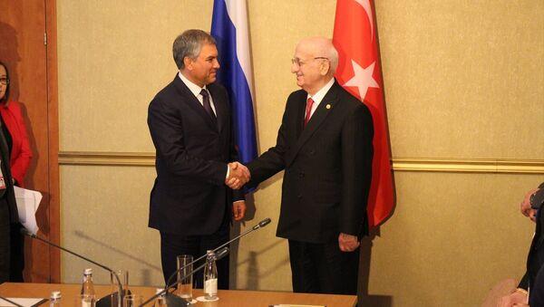 TBMM Başkanı İsmail Kahraman, Rusya Federasyonu Federal Meclisi Devlet Duması Başkanı Vyaçeslav Volodin ile görüştü - Sputnik Türkiye