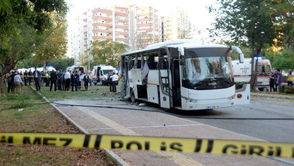 Mersin'de polis aracına bombalı saldırı - Sputnik Türkiye