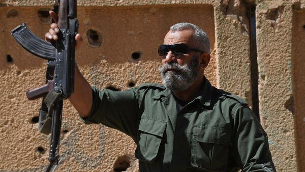 General Issam Zahreddine of the Republican Guard instructs new recruits in Deir ez-Zor, Syria. (File) - Sputnik Türkiye