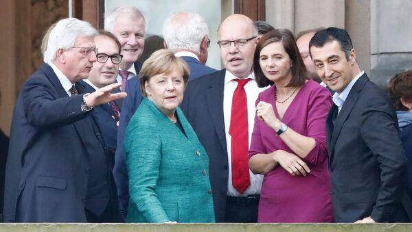 Almanya Başbakanı Angela Merkel ile Yeşiller Partisi Eş Başkanı Cem Özdemir - Sputnik Türkiye