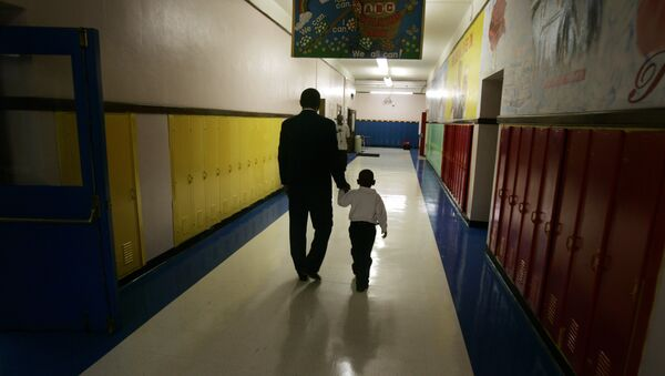 Principal Milton Andrew walks with a kindergarten student to comfort the child during the first day of class at Wilkins Elementary School in Detroit, Thursday, Sept. 14, 2006 - Sputnik Türkiye