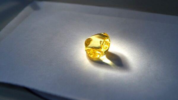 Rusya'da 34.17 karatlık sarı elmas bulundu - Sputnik Türkiye