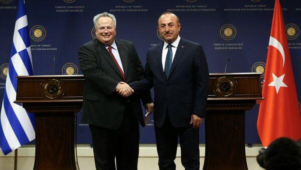 Dışişleri Bakanı Mevlüt Çavuşoğlu ve Yunanistan Dışişleri Bakanı Nikos Kocias - Sputnik Türkiye