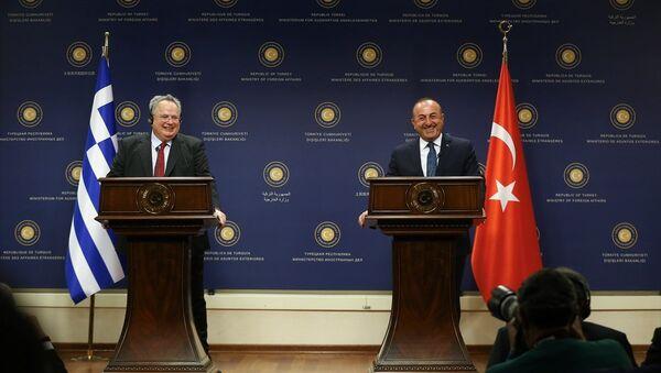 Yunanistan Dışişleri Bakanı Nikos Kocias ve Dışişleri Bakanı Mevlüt Çavuşoğlu - Sputnik Türkiye