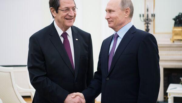 Rusya Devlet Başkanı Vladimir Putin ve Kıbrıs Cumhurbaşkanı Nikos Anastasiadis - Sputnik Türkiye