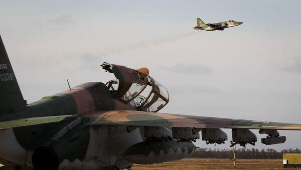 Su-25 taarruz uçakları pilotlarının  uçuş eğitimi - Sputnik Türkiye