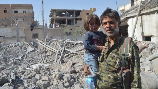 Rakka'nın IŞİD'den temizlenmesinin sivillere ödettiği bedel ne? - Sputnik Türkiye