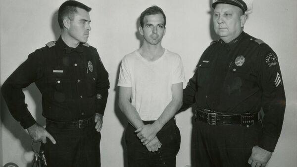 John F Kennedy'nin katili  Lee Harvey Oswald - Sputnik Türkiye