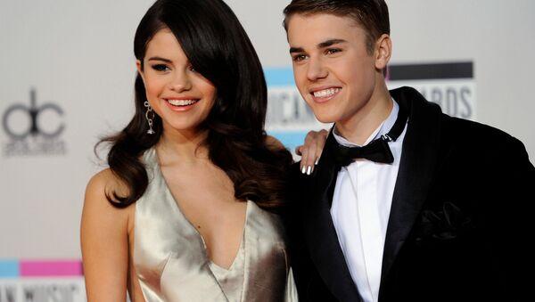 ABD'li şarkıcı Selena Gomez ve Kanadalı şarkıcı Justin Bieber - Sputnik Türkiye