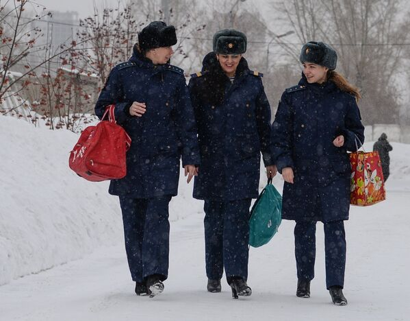 Rus ordusunda görev yapan kadın askerler - Sputnik Türkiye