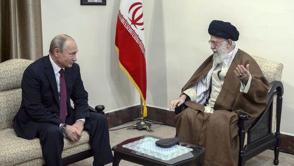 Rusya Devlet Başkanı Vladimir Putin ile İran'ın ruhani lideri Ayetullah Ali Hamaney - Sputnik Türkiye