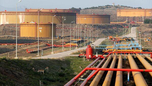 Adana'daki Ceyhan limanındaki petrol tankları - Sputnik Türkiye