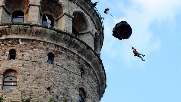 Cengiz Koçak, Galata Kulesi'nden atladı - Sputnik Türkiye