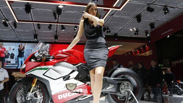 İtalyan Ducati markasının yeni spor motosikleti. - Sputnik Türkiye