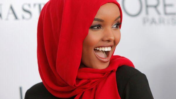 Модель Халима Аден на церемонии вручения премии Женщина года журнала Glamour в Нью-Йорке - Sputnik Türkiye