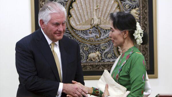 ABD Dışişleri Bakanı Rex Tillerson- Myanmar lideri Aung San Suu Kyi - Sputnik Türkiye