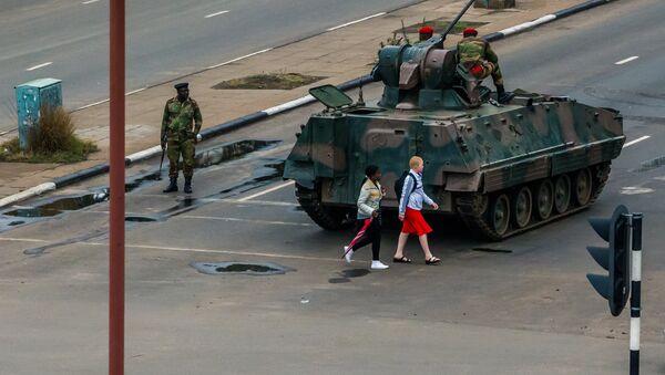 Zimbabve'de ordu yönetimin kontrolünü eline aldı - Sputnik Türkiye