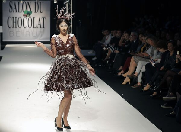 'Tatlı' moda: Beyrut'ta çikolatadan elbiseler sergilendi - Sputnik Türkiye