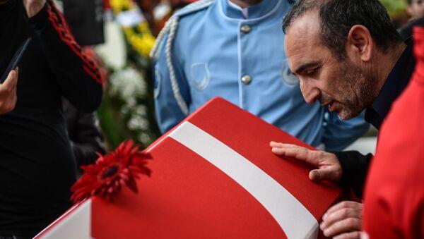 En büyük rakibi Yunan halterci Leonidis, Süleymanoğlu'nun cenazesinde - Sputnik Türkiye