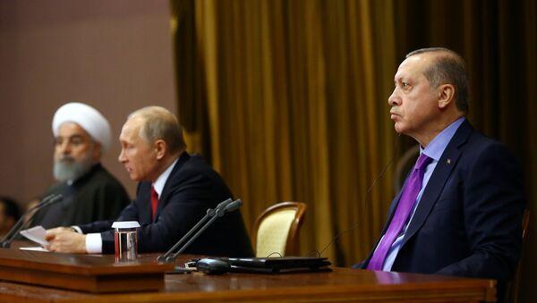 Soçi'de üçlü zirve - Ruhani, Putin, Erdoğan - Sputnik Türkiye