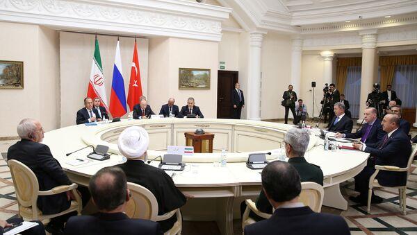 Rusya Devlet Başkanı Vladimir Putin, Cumhurbaşkanı Recep Tayyip Erdoğan ve İran Cumhurbaşkanı Hasan Ruhani - Sputnik Türkiye