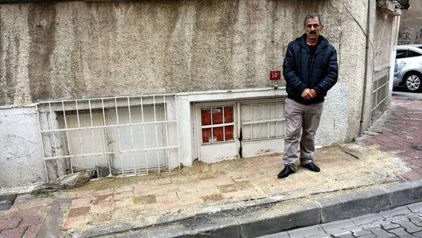 Belediye, kapısına kaldırım ördü: Evine giremiyor - Sputnik Türkiye