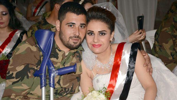Lazkiye'de yüzlerce çift toplu düğünde evlendi - Sputnik Türkiye