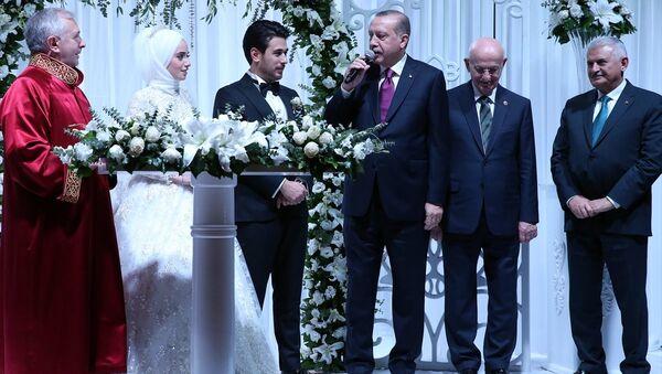Milli Savunma Bakanı Nurettin Canikli'nin oğlu Furkan Canikli ile Rabia Tuna - Sputnik Türkiye