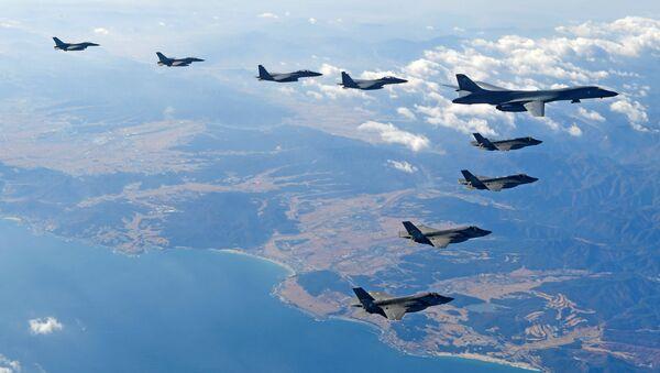 ABD'ye ait B1-B ağır bombardıman uçağı Kore semalarında - Sputnik Türkiye