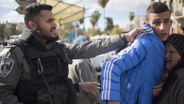 Filistin Kızılayı'ndan yapılan yazılı açıklamada, İsrail askerlerinin göz yaşartıcı gaz, gerçek ve plastik mermi ile eylemlere müdahale ettiği, 108 Filistinlinin yaralandığı ifade edildi. - Sputnik Türkiye