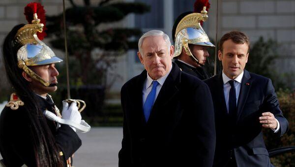 İsrail Başbakanı Benyamin Netanyahu ile Fransa Cumhurbaşkanı Emmanuel Macron - Sputnik Türkiye