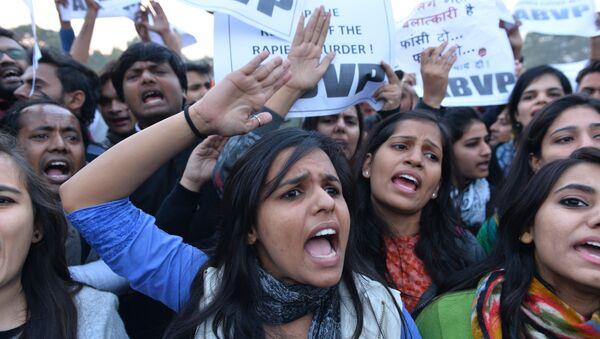 Hindistan tecavüz kadın protesto - Sputnik Türkiye