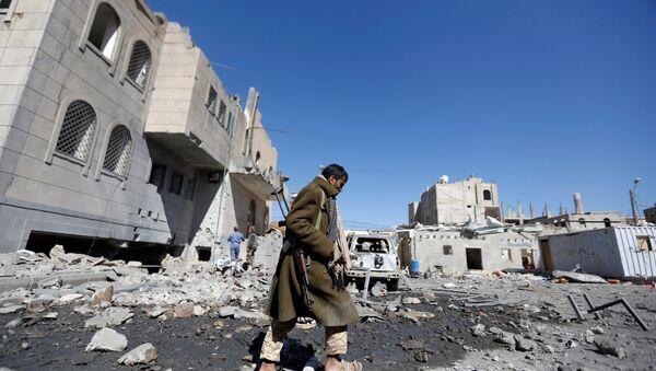 Suudi Arabistan öncülüğündeki koalisyon Sana'da Husiler'in kontrolündeki cezaevi merkezini vurdu - Sputnik Türkiye